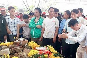 Xã cắt điện, tháo rạp thờ 'rắn thần' ở Quảng Bình bị dân ngăn cản