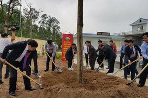 Ba Vì (Hà Nội): Phát động phong trào trồng cây và gắn biển công trình nhà máy nước sạch Phú Sơn