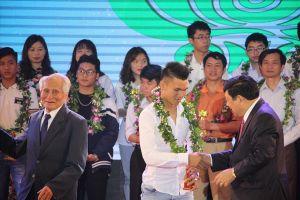 3 cầu thủ U23 Việt Nam nhận giải thưởng Quỹ Tâm Tài