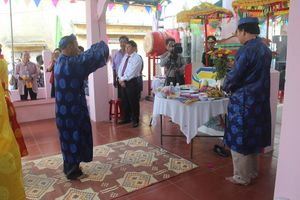 Miền Trung rộn ràng lễ hội Cầu Ngư đầu năm