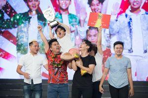 Mang chuyện đời mình lên sân khấu, nhóm hài trẻ thành Quán quân