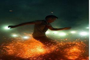 Sốc với chân trần nhảy múa trên đống lửa của người Pà Thẻn trong tiếng 'gọi ma'