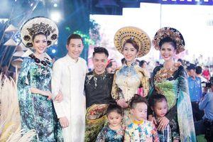 Dàn siêu mẫu Việt tỏa sáng trong đêm 'Lễ hội áo dài'
