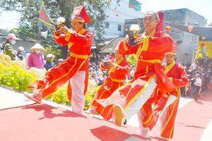 Chen chân dự lễ 'bà chúa' đỡ đẻ được vua Tự Đức sắc phong