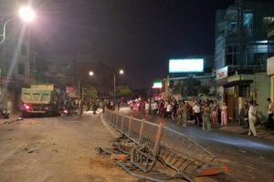 TAI NẠN GIAO THÔNG GHÊ RỢN TUẦN QUA: Xe ben 'đại náo' đường phố Sài Gòn, xe khách lao xuống vực sâu khiến 20 người thương vong