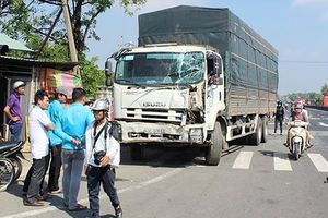 Tai nạn giao thông nóng nhất 24h: Xe tải mất lái lao vào hàng loạt phương tiện, tông sập nhà dân