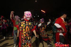 Đồng bào dân tộc Văn Bàn xuống phố tham dự 'lễ hội đường phố'