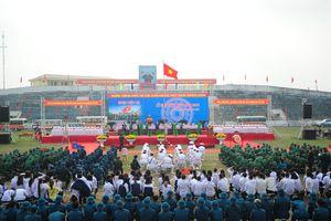 Hà Nội: Náo nức tiễn hơn 3.400 tân binh lên đường nhập ngũ