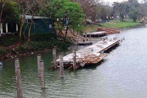 Đường đi bộ ven sông Hương: Tranh cãi việc lát đường bằng gỗ lim