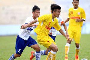HLV Park Hang-seo dự khán giải U19 quốc gia