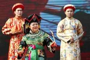 Khai hội đền Tân An: Trình diễn nghi thức hầu đồng trước hàng ngàn du khách