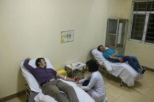 Vượt Hầm đường bộ qua đèo Ngang hàng trăm km giữa đêm đi hiến máu