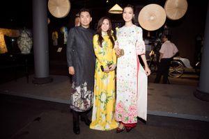 Hoa hậu Thu Hoài đọ sắc cùng Hoa hậu Thùy Dung ở Lễ hội áo dài
