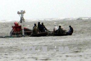 Tàu cá cùng 7 thuyền viên mất liên lạc nhiều ngày trên biển