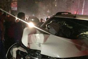 Tông gãy cột điện, nát đầu xe khi điều khiển ôtô trong tình trạng say rượu