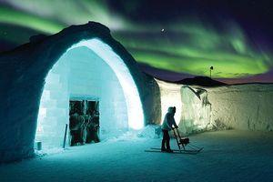Mê mẩn ngắm khách sạn bằng băng tuyết đẹp lung linh như cung điện