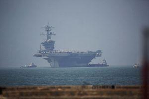Cận cảnh siêu tàu sân bay Mỹ USS Carl Vinson đang neo đậu Tiên Sa