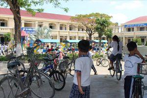 Vụ 'cô giáo quỳ xin lỗi' ở Long An: Cô giáo Nhung vẫn chưa đi dạy lại