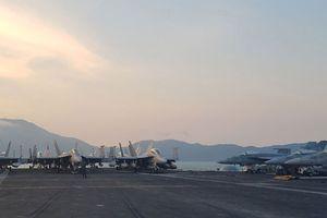 Ngắm dàn chiến cơ 'xếp cánh' trên boong tàu sân bay USS Carl Vinson