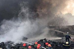 Cơ sở phế liệu cháy ngùn ngụt, thiệt hại nhiều tài sản