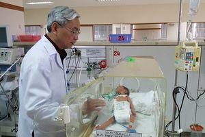 Phẫu thuật cứu bé gái sơ sinh bị teo thực quản bẩm sinh hiếm gặp