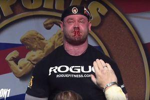 Cố nâng tạ gần nửa tấn, vận động viên chảy cả máu mũi