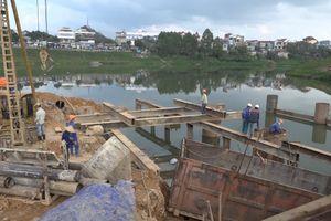 'Chiến dịch 60 ngày đêm nước rút' trên công trường xây dựng cầu Kỳ Cùng