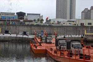 Quảng Ninh: Thông quan hàng hóa qua lối mở cầu phao biên giới Việt-Trung