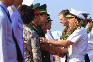 Cuộc gặp gỡ lịch sử trên tàu sân bay USS Carl Vinson tại Đà Nẵng tối 6.3