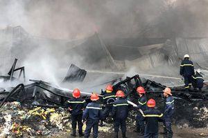 'Bà hỏa' ghé thăm kho phế liệu, 11 người được giải thoát
