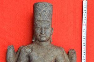 Đồng Tháp: Người dân phát hiện tượng thần Vishnu khi đi cắt cỏ