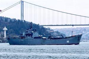 Thổ hộ tống tàu Nga mang vũ khí đến Syria