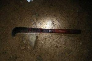 Nghệ An: Chồng dùng dao chém điên cuồng cả vợ lẫn con gái 2 tuổi
