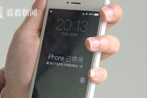 Con trai nghịch khiến iPhone của mẹ bị khóa tới 47 năm