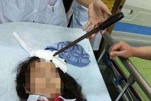 Bộ GDĐT chỉ đạo 'nóng' vụ nữ sinh bị bạn học phi dao trúng vào đầu