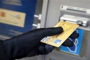 Bắt nhóm nghi phạm gắn thiết bị trộm 1,5 tỷ đồng từ ATM