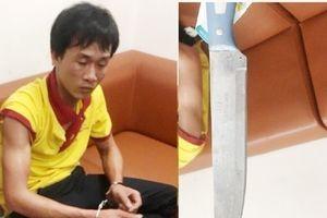 Tài xế rút dao đe dọa nhân viên an ninh sân bay Vinh