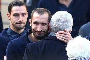 Hàng nghìn fan và các sao Serie A tiễn đưa cầu thủ xấu số