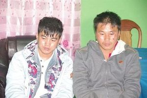 Hai anh em ruột mang 2 bánh heroin và 18.000 viên ma túy bị bắt