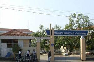 Vụ bóp cổ cô giáo ở Bến Tre: Nam sinh bị tạm đình chỉ học tập