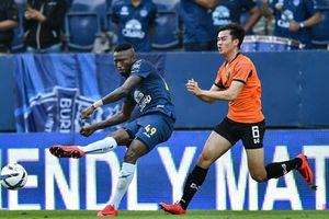 Thi đấu kém ấn tượng, huyền thoại V.League bị CLB Thái Lan thanh lý hợp đồng