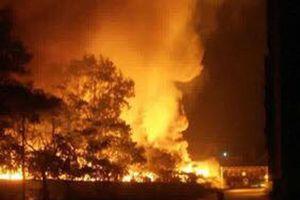 Bị bà hỏa ghé thăm, công ty môi trường Hải Dương cháy rực trong đêm