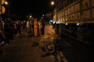 Hai xe máy va chạm, một người bị xe tải cán tử vong