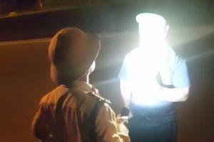 Xin lỗi người bị CSGT 'vung tay', rọi đèn pin