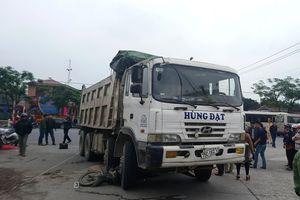 Đi bán gạo, một phụ nữ bị xe tải cán tử vong