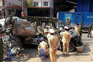 Mộc Châu (Sơn La): Xe khách húc vào xe tải khiến 2 người tử vong và nhiều người bị thương