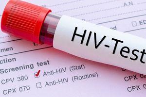 Cứu người, 3 thanh niên lo bị phơi nhiễm HIV