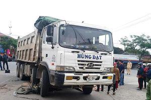 Huế: Chở gạo đi bán, một người phụ nữ bị xe tải đâm tử vong