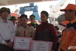 Cứu thành công 7 ngư dân Nghệ An gặp nạn trên Vịnh Bắc Bộ