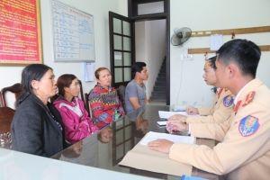 Thừa Thiên - Huế: Bắt quả tang 4 thuyền khai thác cát, sỏi trái phép